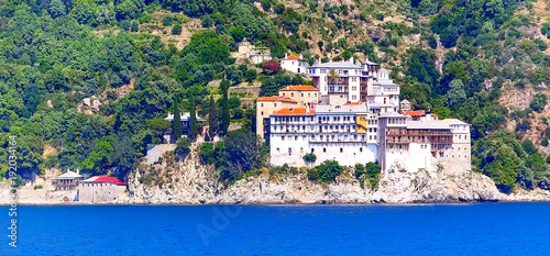 Photo Panoramic view of old monastery in Athos mount, Halkidiki , Greece