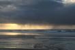 weiter Blick auf die Nordsee und das Wattenmeer mit dunklen bedrohlichen Regenwolken am Himmel