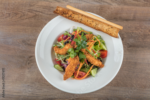 Staande foto Zuivelproducten Chicken salad with leaf vegetables and cherry tomatoes