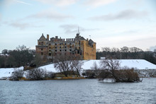 Linlithgow Palace And Loch In ...