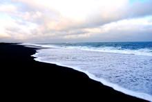 アイスランドの黒い砂浜