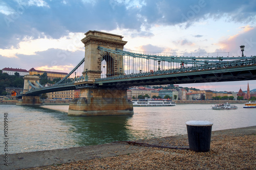 Tuinposter Oost Europa Chain bridge on Danube river in Budapest city