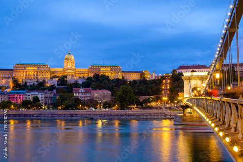 Foto op Canvas Praag Budapest Chain Bridge and Royal palace at night