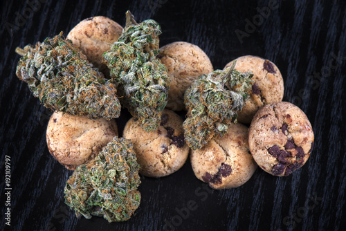 Cannabis nugs (forum cut cookies strain) and infused