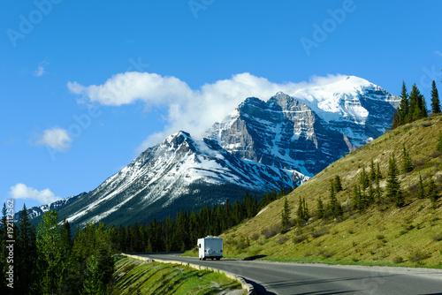 Valokuva  Motor Home on Road Trip to Moraine Lake, Banff National Park, Canada