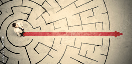 Fotomural Business person standing in the middle of a circular maze