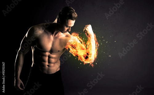 Photo Bodybuilder athlete lifting weight with fire explode arm concept