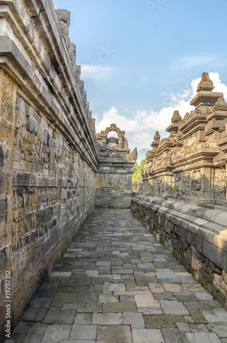 Foto op Plexiglas Indonesië Ancient stone sculptures on the wall in the Borobudur temple in Yogyakarta, Java, Indonesia.