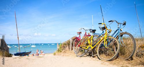 Staande foto Strand Vélo sur le littoral Français