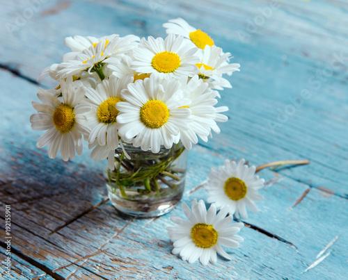 Foto op Canvas Madeliefjes Alle Liebe, Glückwunsch, Danke: Strauß aus Margeriten in kleiner Vase :)