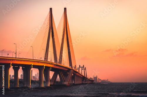 Fototapeta premium Połączenie morskie Bandra Worli w Bombaju o zachodzie słońca