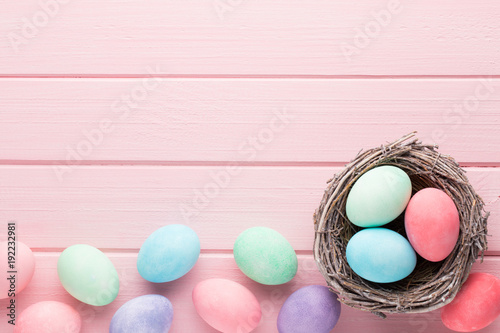 Photo  Pastel Easter eggs background. Spring greating card.