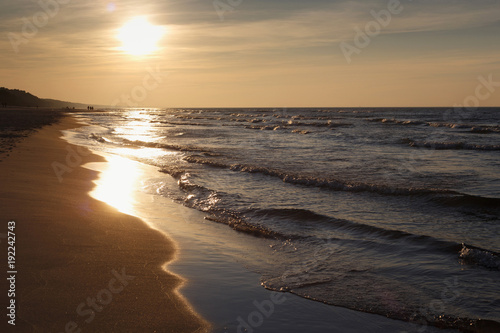 Spoed Foto op Canvas Zee zonsondergang Beautiful sunset seascape on the with sun and small waves.