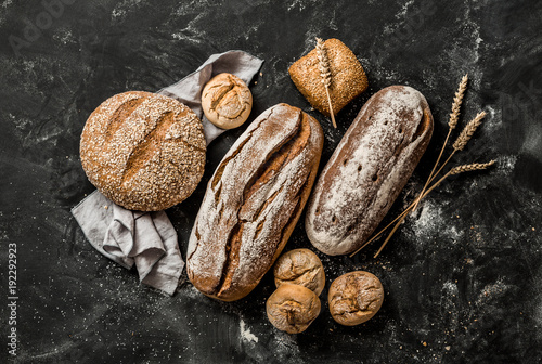 Printed kitchen splashbacks Bread Bakery - rustic crusty loaves of bread and buns on black