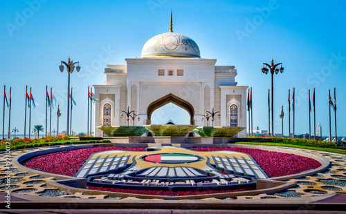 Foto op Canvas Stad gebouw Entrance to the Presidential Palace in downtown Abu Dhabi