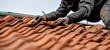 canvas print picture - Dachdecker auf dem Dach Arbeistsicherheit