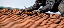 Dachdecker Auf Dem Dach Arbeis...