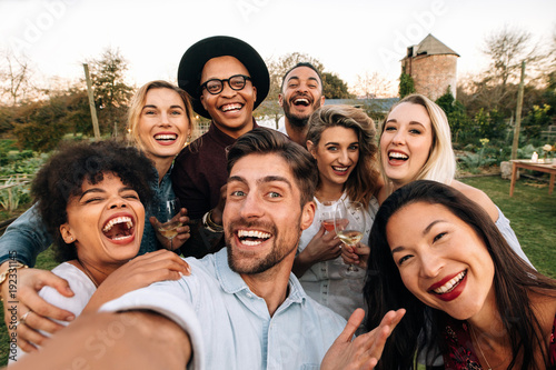 Obraz Friends making a selfie together at party - fototapety do salonu