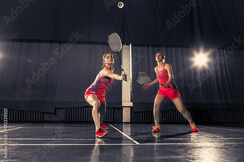 Obrazy Badminton   young-women-playing-badminton-at-gym