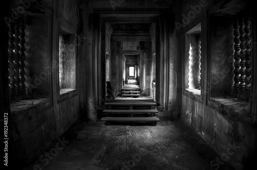 Photo  Un couloir à l'intérieur de temple de Angkor wat au Cambodge.