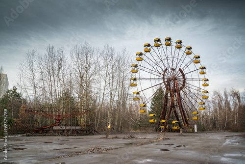 La pose en embrasure Attraction parc Ferris wheel in abandoned amusement park in Chernobyl exclusion zone, Pripyat, Ukraine
