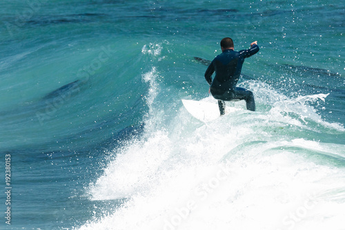 Fotografía Surfer in California surfs large wave in beautiful blue water at beach