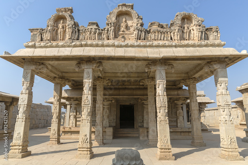 Cadres-photo bureau Monument Hazara Rama temple with pillars inside, Hampi, Karnataka, India