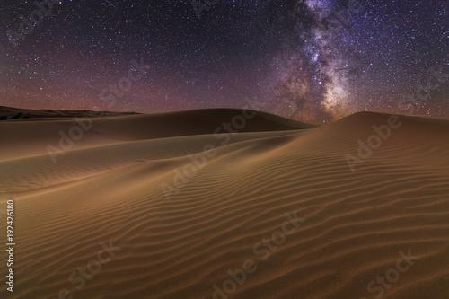 Poster de jardin Desert de sable Amazing views of the Sahara desert under the night starry sky.