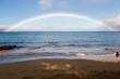 Regenbogen am Strand über dem Meer in Kaanapali Beach, Maui, Hawaii, USA.