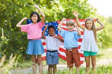 Gruppe Kinder Mit Der USA Flag...