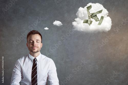 Vászonkép Lächelnder Geschäftsmann denkt an Geld