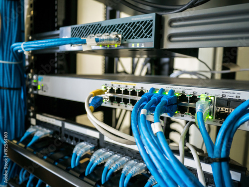 Wire network and equipment in rack cabinet
