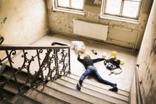 Frau Hat Unfall Auf Treppe