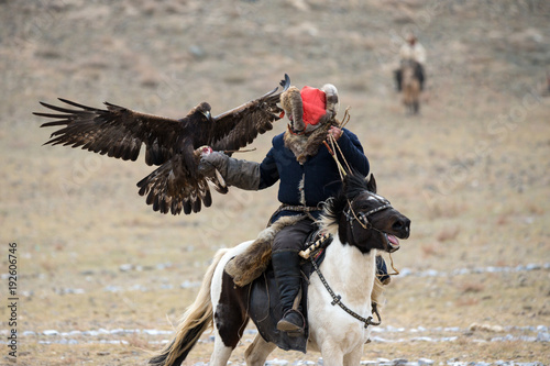 Cadres-photo bureau Aigle Mongolia. Traditional Golden Eagle Festival. Unknown Mongolian Hunter ( Berkutchi ) On Horse With Golden Eagle. Falconry In West Mongolia