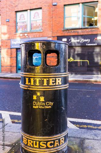 Photo  DUBLIN, IRELAND - March 31, 2017: Traditional antique city building in Dublin Ir