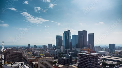 Etiqueta engomada - Beautiful day at downtown Los Angeles. Aerial view of city. 4K UHD timalapse.