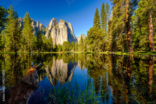 Foto auf Leinwand Gebirge Middle Cathedral Rock reflecting in Merced River at Yosemite