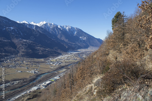 Papiers peints Cappuccino Winter alps mountain landscape with blue sky and brown leaves