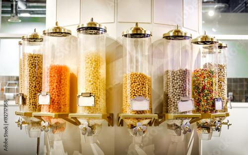 Fototapeta dystrybutor słodyczy automat do tubek automat sprzedający