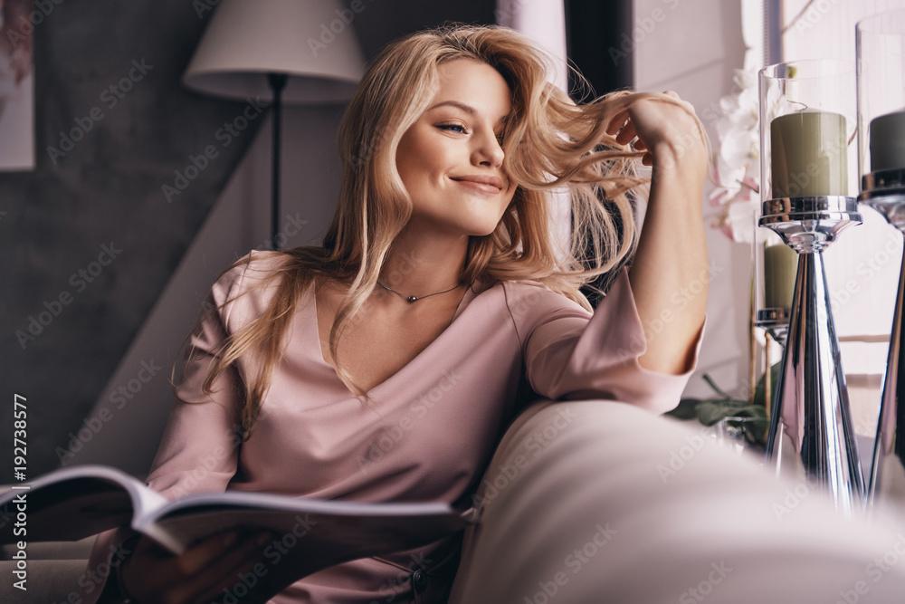 Fototapety, obrazy: She is so cute.