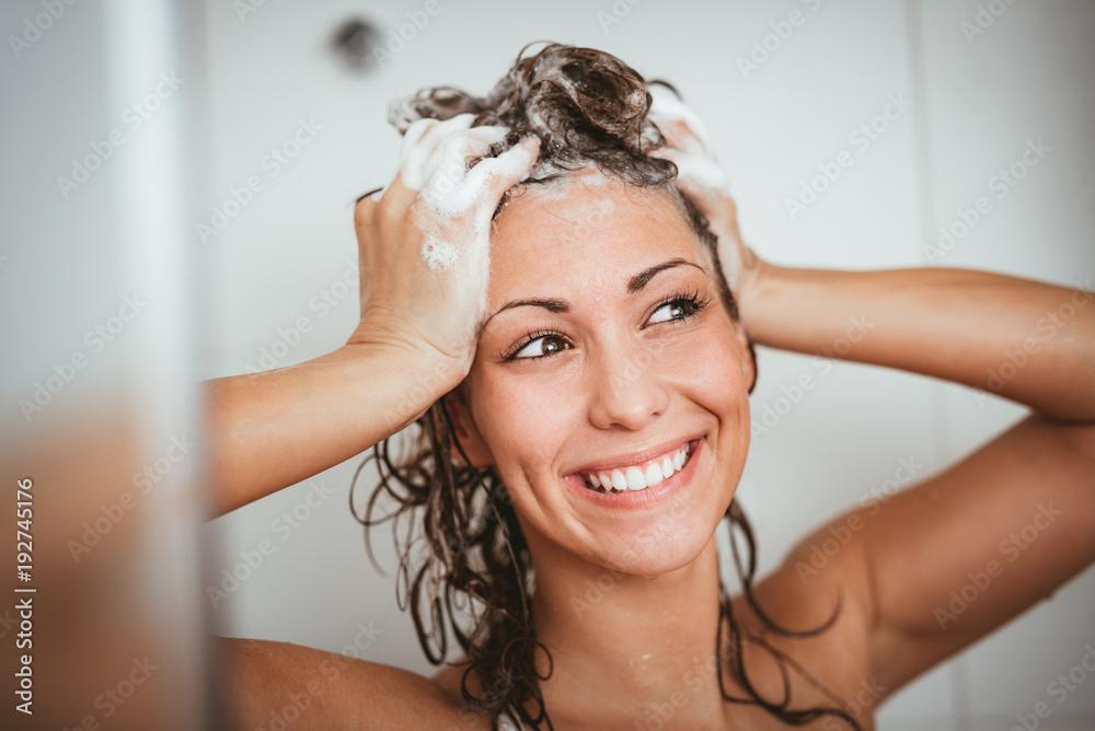 Fototapeta Girl In The Bathroom