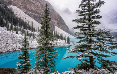 Panel Szklany Zima Autumn Snow at Lake Moraine in Banff National Park
