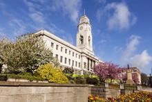 Barnsley Town Hall On A Fine S...
