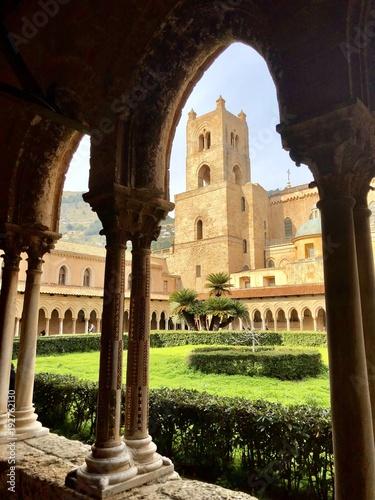 In de dag Il chiostro della cattedrale di Monreale - Palermo