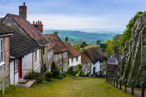 Slika na platnu A row of cottages on a steep cobbled street at Gold Hill in Shaftesbury, Dorset, United Kingdom, England