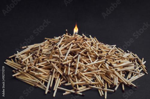фотографія  bunch of matchsticks with brown heads.