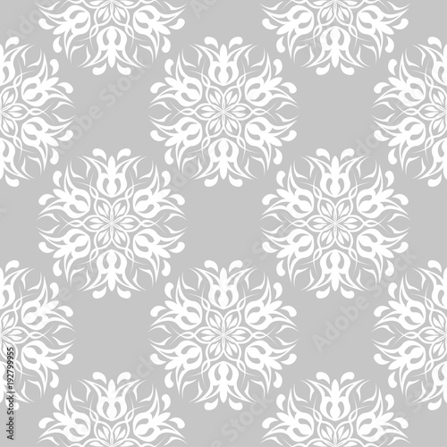 Naklejki na drzwi z białym kwiatowym ornamentem na popielatym tle