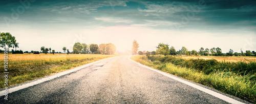 strada di campagna all'alba Billede på lærred