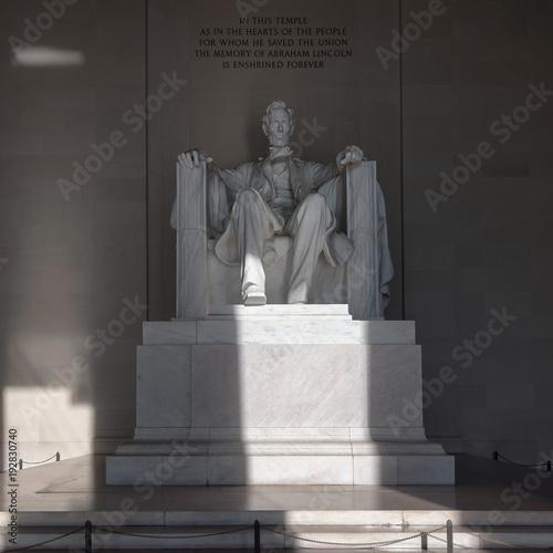 Fotografia  Statue of Abraham Lincoln, Lincoln Memorial at sunrise, Washington DC