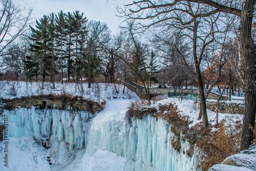 Foto auf Gartenposter Fluss Winter Waterfall Landscape